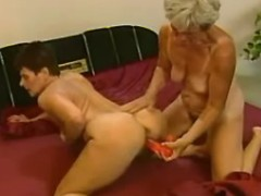 Two grannies play w dildo