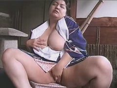 Asian pretty BBW rubbed her pussy...